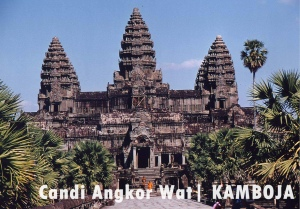 sumber gambar: http://www.travelsense.asia/images/product/1334569169_1329630573_Siem_Reap_Angkor_Wat_with_monks.jpg