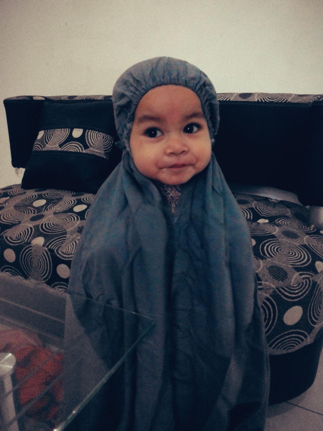 Hijab Syari Ibu Muda